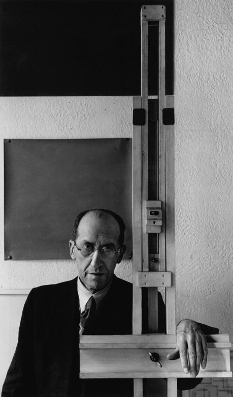 Piet_Mondrian,_New_York,_NY,_1942