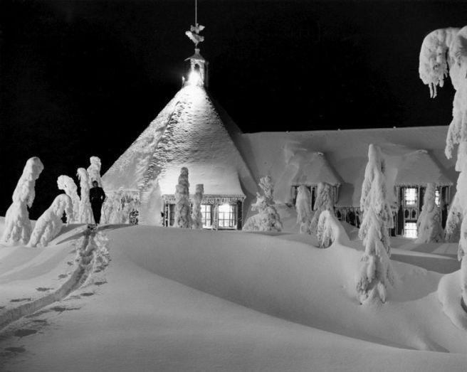 5887 Timberline Lodge ski trail at night