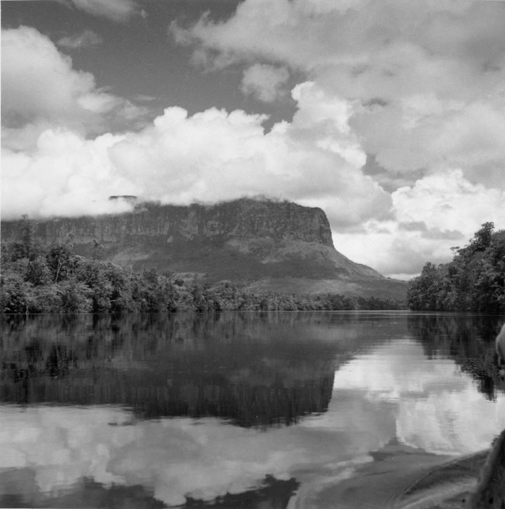 Río  Carrao with Auyantepui.jpg